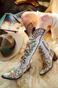 double d ranch almost famous crackled white embroidered floral tall 17 Danse Country, Mode Country, Country Girls, Rain Boots, Shoe Boots, Women's Shoes, Ankle Boots, O Cowboy, White Cowboy Boots