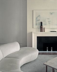 Contemporary Living room with tone on tone decorating. Simple styling with a curved sofa a super neutral and soft color palette. Pierre Yovanovitch, Best Interior, Interior Design Trends, Living Room Decor Neutral, Minimalist Decor, Curved Sofa, Home Decor, House Interior, Minimalist Home Decor