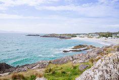 Les plages de sable blanc du Ring of Kerry...   #kerry #ireland #Irlande #alainntours #Beach Photo Souvenir, Water, Outdoor, White Sand Beach, Mountain Pass, Nice Beach, Beaches, Family Vacations, Gripe Water