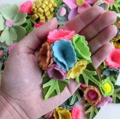 felt flowers by Lori Marie of Pretty Little Things #felt #flowers