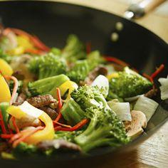 Una forma rápida, sana y ligera de disfrutar de unos vegetales... ¡Wok Vegetal en marcha! http://www.recetizate.com/receta/725/Wok+Vegetal