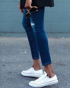 Quali sono le scarpe senza cui non puoi proprio stare? Scopri i 5 modelli evergreen e come abbinarli