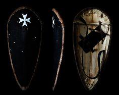 Каплевидный щит рыцарей Госпитальеров, конец 12-го, начало 13-го века.
