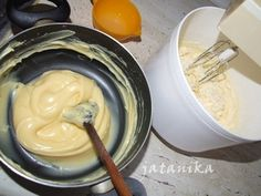 Makové koláčiky s citrónovým krémom (fotorecept) - recept Icing, Erika, Desserts, Food Ideas, Basket, Tailgate Desserts, Deserts, Postres, Dessert