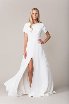 Sarah seven collection - sullivan gown. crepe cap sleeve, t-shirt bodice dress Slit Wedding Dress, Wedding Gowns, Wedding Reception, Casual Chic, Modest White Dress, Sarah Seven Wedding Dresses, Sarah Seven Bridal, Casual Dresses, Summer Dresses
