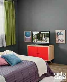 Cor da parede: cinza escuro