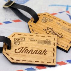Personalised wooden couple's luggage tags | hardtofind.