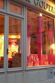 Love the hot pink in the window!! Paris Shopping 4385da635e6
