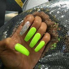 Lime green glitter nails www topsimages com neon acrylic nail designs Nails Yellow, Gray Nails, Matte Nails, Glitter Nails, Lime Green Nails, Toe Nail Designs, Acrylic Nail Designs, Classy Nails, Trendy Nails