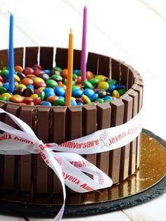 Chic, chic, chocolat...: Gâteau d'anniversaire Kit Kat et Smarties
