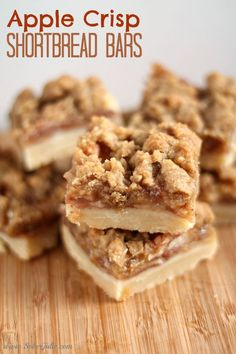 Apple Crisp Shortbread Bars This Apple Crisp Shortbread Bars Recipe is one you'll want to keep! All of my shortbread loving friends will understand when they taste the apple. - The BEST Apple Crisp Shortbread Bars Recipe - Sober Julie 13 Desserts, Delicious Desserts, Yummy Food, Baking Desserts, Best Apple Desserts, Apple Dessert Recipes, Apple Baking Recipes, Dessert Recipes Halloween, Yummy Snacks