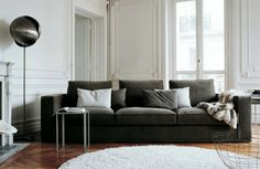 ausgefallene stehlampe wohnzimmer beleuchtung runder weißer teppich