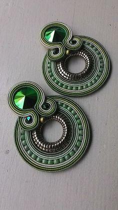 Diy Earrings Studs, Jewelry Design Earrings, Tassel Earrings, Earrings Handmade, Beaded Jewelry, Handmade Jewelry, Soutache Tutorial, Soutache Necklace, Recycled Jewelry