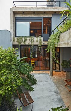 This Slender Concrete Home in Brazil Feels Like an Urban Jungle - Photo 2 of 13 - The backyard garden has an outdoor grilling station. Concrete Houses, Concrete Patio, Cement Planters, Large Planters, Concrete Design, Plans Architecture, Architecture Design, Chinese Architecture, Architecture Office