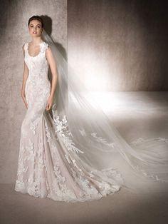 St. Patrick | MANDY - Mermaid wedding dress in shades of pink