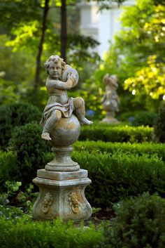 (via garden architecture II / Shook Residence Gallery, stunning formal gardens.) (via garden architecture II / Shook Residence Gallery, stunning formal gardens.) (via garden architecture II / Shook Residence Gallery, stunning formal gardens. Garden Urns, Garden Statues, Garden Sculpture, Garden Gate, Formal Gardens, Outdoor Gardens, Design Jardin, Garden Architecture, White Gardens