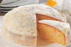 bolo de coco ensopado Bread, Food, Recipe For Coconut Cake, Apple Cinnamon, Sponge Cake, Resep Pastry, Pith Perfect, Fingers, French Tips
