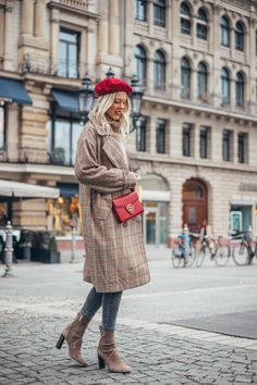 Get Short Hair Without A Haircut : French Beret outfit Paris Spring Outfit, Paris Winter Fashion, Paris Outfits, Fall Winter Outfits, Chic Outfits, Spring Fashion, Autumn Fashion, Heutiges Outfit, Beret Outfit