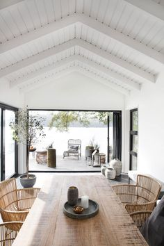 An Effortlessly Stylish and Relaxed Summer Vibe from House Doctor House styles Let's Celebrate Summer with this Awe-Inspiring and Effortlessly Stylish Outdoor Space - NordicDesign House Doctor, Style At Home, Modern Lake House, House By The Lake, House And Home, Rooms In A House, Modern Beach Houses, Modern Beach Decor, Modern Log Cabins