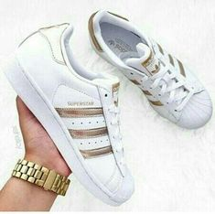 Superstar Adidas Outfit – Best Outfits to Wear Gucci Sneakers, Moda Sneakers, Sneakers Mode, White Sneakers, Adidas Sneakers, Adidas Superstar Outfit, Adidas Outfit, Cheap Running Shoes, Adidas Running Shoes