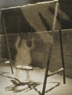 Ghostly Girl Ghost Images, Ghost Photos, Real Ghost Pictures, Creepy Things, Creepy Stuff, Ghost Caught On Camera, Ghost Sightings, Ghost Hauntings, Real Haunted Houses