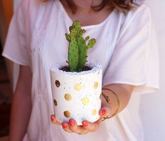 How to make your own concrete pots from Zana! #tutorial #plants #howto @heather