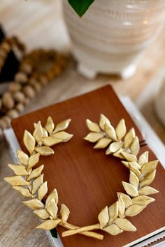 Snowflake Wreath, Diy Wreath, Wreaths, Chunky Yarn, Air Dry Clay, Gold Paint, Decorative Items, Picture Frames, Valentines