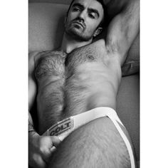 Powerful hairy jock gets lip service