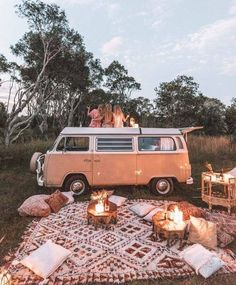 Dreamy picnic camp set up with Lo . Dreamy picnic camp set up with Lo . Dreamy picnic camp set up with Lo . Dreamy picnic camp set up with Lo . Camping Aesthetic, Summer Aesthetic, Travel Aesthetic, Adventure Aesthetic, Aesthetic Outfit, Wolkswagen Van, Camping Set Up, Camping Hacks, Rv Camping