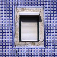 #igersportugal#portugal_em_fotos #portugal#igersportugal#portugaldenorteasul #portugalnoteuolhar#ig_portugal #igerslisboa  #windowsaroundtheworld #portasejanelas #sojanelas #windows  #instazulejo #tilesfromportugal #tilespotting #portuguesetiles #tiles #azulejocollector #poesiadoolharJanelas #p3top by mmd65