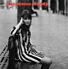 Françoise Hardy shows how stripes can be feminine with a sweet shift dress. Sixties Fashion, Mod Fashion, French Fashion, Vintage Fashion, Vintage Glam, Style Fashion, Parisienne Chic, Jane Birkin, Twiggy
