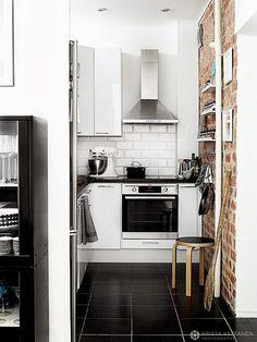 Tiny kitchen with brick accent wall MRS JONES: Henrik HOME