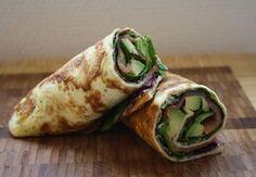 Lækre og smagfulde æggeruller eller æggewraps fyldt med røget laks og avokado. De udgør en fantastisk og mættende frokost!