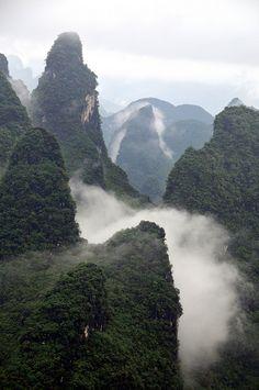 Limestone hill layers 相公山Guilin, GuangXi, China | par Melinda ^..^