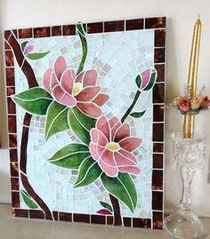 É tudo mosaico no Mural da Vila de hoje - Mosaic Flowers, Stained Glass Flowers, Stained Glass Designs, Stained Glass Projects, Mosaic Designs, Mosaic Patterns, Mosaic Wall Art, Mosaic Glass, Mosaic Tiles