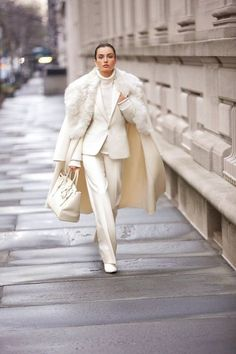 ivory suit style_Reviving Charm Source by CeliaBecker outfit Suit Fashion, Look Fashion, Winter Fashion, Fashion Outfits, Womens Fashion, Fashion Trends, French Fashion, Kids Fashion, Fashion Tips