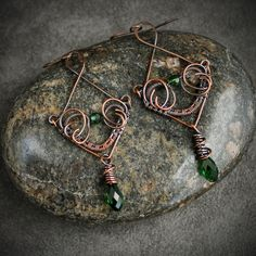 Swarovski Crystals and Copper Wire; Design Credit Nicole Hanna Wire Wrapped Earrings, Copper Earrings, Crystal Earrings, Dangle Earrings, Wire Jewelry Designs, Jewelry Crafts, Ear Jewelry, Jewelry Making, Heart Shaped Earrings