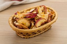 Welcome to our three ingredient air fryer apple chips.If you're looking for a simple snack then look no further than our three ingredient air fryer apple chips. Pastas Recipes, Cooking Recipes, Healthy Recipes, Actifry Recipes, Apple Chips, Chips Chips, Air Fryer Oven Recipes, Air Fried Food, Air Fryer Healthy