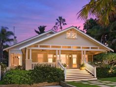 Californian Bungalow home with large veranda and stairs. Bungalow Exterior, Bungalow Homes, Craftsman Bungalows, Bungalow Porch, Casas California, California Bungalow, Style At Home, Home Icon, Facade House