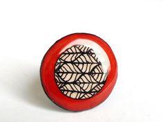 Bague rouge motifs zentangle