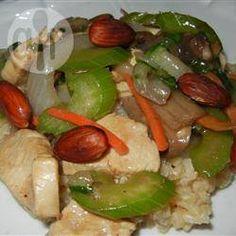 Sauté de poulet aux amandes, à la chinoise @ qc.allrecipes.ca