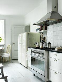 obsessed with smeg vintage-like fridges. yesssssss double smegs side by side