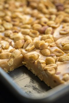 Homemade Pay Day Candy Bars Vertical of Köstliche Desserts, Delicious Desserts, Dessert Recipes, Plated Desserts, Fruit Recipes, Bon Dessert, Dessert Bars, Dessert Food, Fudge Recipes