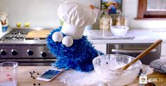 Cookie Monster Asks Siri For Help In A New Apple iPhone 6s Commercial And It's Cute - 9GAG.tv