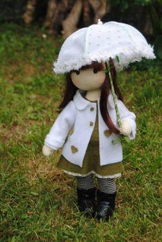 preciosa muñeca de trapo , hecha a mano , materiales , algodon , piel sintética , pelo sintético.