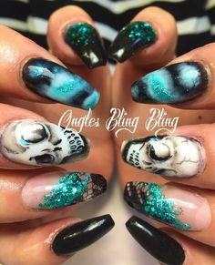 #nails #ongles #joanniebureau #onglesblingbling #ballerinanails #nailart #handpainted #skulls