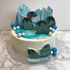 tarta buttercream pingüinos Birthday Cake, Desserts, Food, Fondant Cakes, Lolly Cake, Candy Stations, One Year Birthday, Tailgate Desserts, Deserts