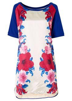 Mooie, sprekende kleuren, lang shirt op een strakke witte broek of kort jurkje?