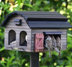 Multifeeder Barn Brown – Spacious bird feeder – Wildlife Garden
