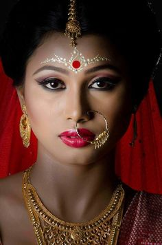 """Kumkum Bindi Styles For Bengali Brides, """" Use of glitter can also be done in between to beautify the patterns, glitter in gold and silver can be used per your choice. A pattern covering only the half forehead is done here. Bengali Bridal Makeup, Bengali Wedding, Bengali Bride, Indian Jewelry Earrings, Ethnic Jewelry, Bridal Jewelry, Silver Jewelry, Indian Bangles, Silver Ring"""